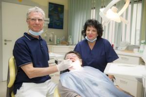 Leider hilft das mit der Massage nicht immer und dann sieht es so aus: Was lange grinst, wird endlich Grimasse.