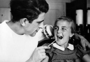 Seit Jahrzehnten betrachten Patienten ihren Zahnarzt mit einer Mischung aus Hoffnung, Skepsis und Misstrauen.